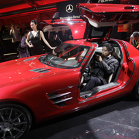 Parking cash in Mercedes