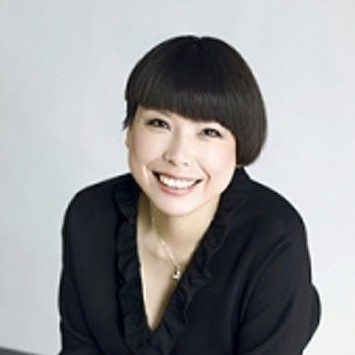 Angelica Cheung w