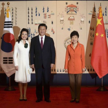 China's President Xi and his wife Peng pose for a photo with his South Korean counterpart Park prior to attending a summit meeting at the Blue House in Seoul