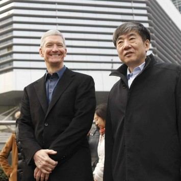 Cook and Xi stand outside the China Mobile building in Beijing