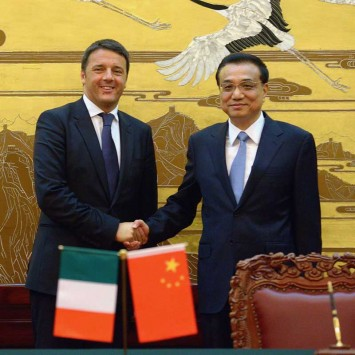 Chinese Premier Li Keqiang shakes hands with Italian Prime Minister Matteo Renzi during a signing ceremony at the Great Hall of the People in Beijing