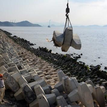 """十万扭王字""""将军""""守护金塘岛2700米海上长堤"""