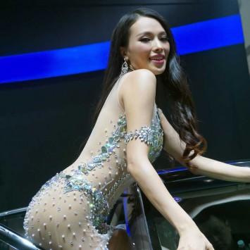 Showgirl w