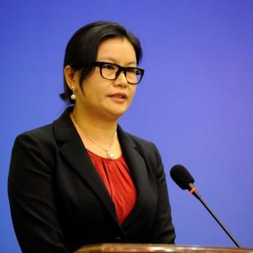 Leslie Chang w