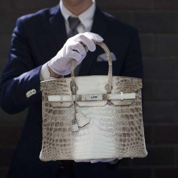 An employee holds an Hermes diamond and Himalayan Nilo Crocodile Birkin handbag at Heritage Auctions offices in Beverly Hills