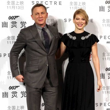 "Cast members Craig and Seydoux pose for pictures during a promotion event for the new James Bond 007 film ""Spectre"" in Beijing"