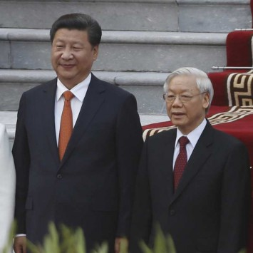 Xi, Peng pose for a photo with Trong and Man during a welcoming ceremony in Hanoi