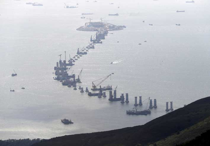 Under construction: the new bridge between Hong Kong, Zhuhai and Macau
