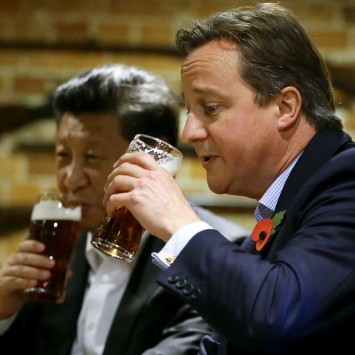 Britain's Prime Minister David Cameron drinks a pint of beer with Chinese President Xi Jinping at a pub in Princes Risborough near Chequers