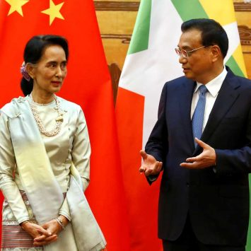 Myanmar State Counsellor Aung San Suu Kyi (L) and Chinese Premier Li Keqiang (R) talk during a signing of agreements ceremony in Beijing