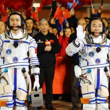 Astronauts-w
