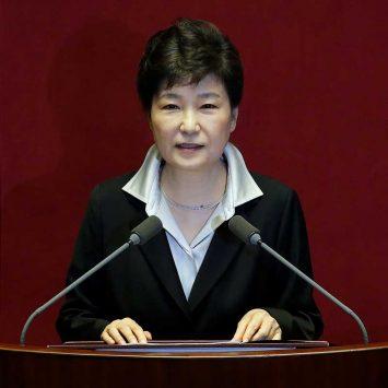 Park-Geun-hye-w