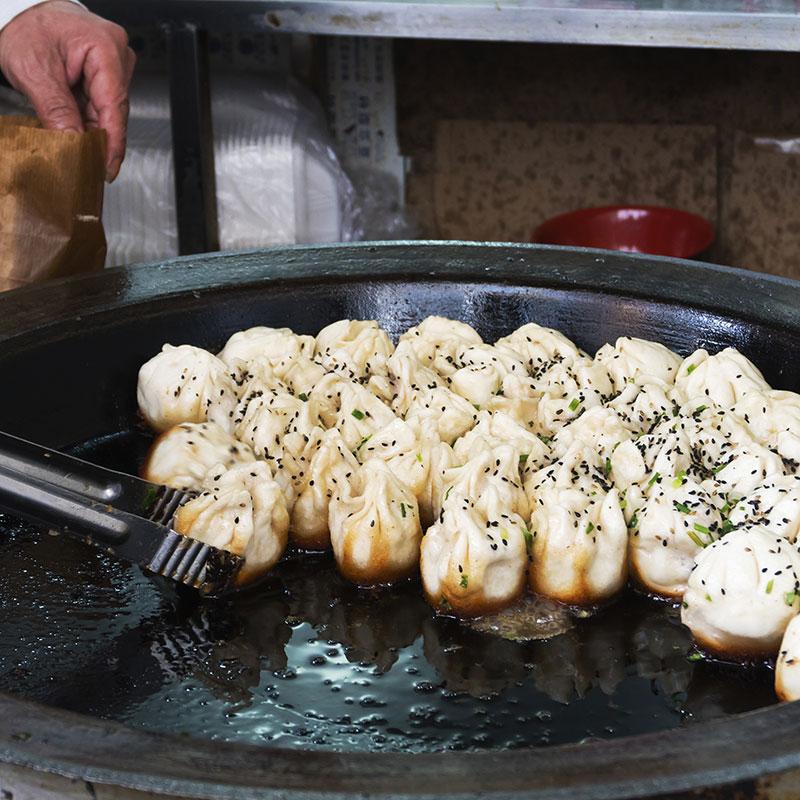 Sheng Jian Bao (Pan-Fried Pork Buns  生煎包)