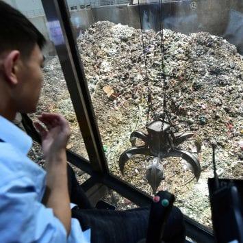 Trash-Sorting-plant-w