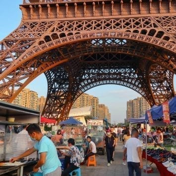 Market-Eiffel-w