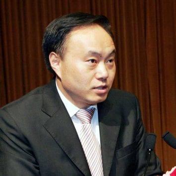 Shi-Zhenrong-w
